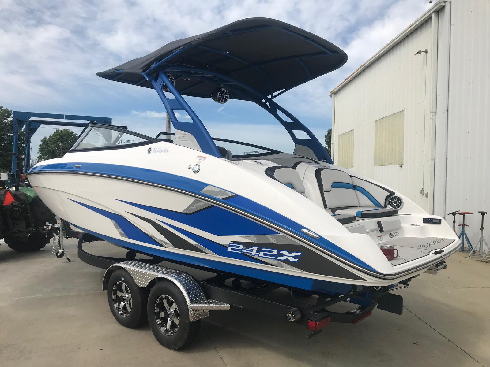Yamaha Boats 242 XE