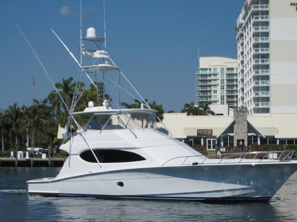 Hatteras 68 Convertible Profile