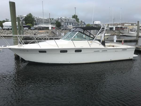 Tiara Pursuit 2700 At the Dock in New London