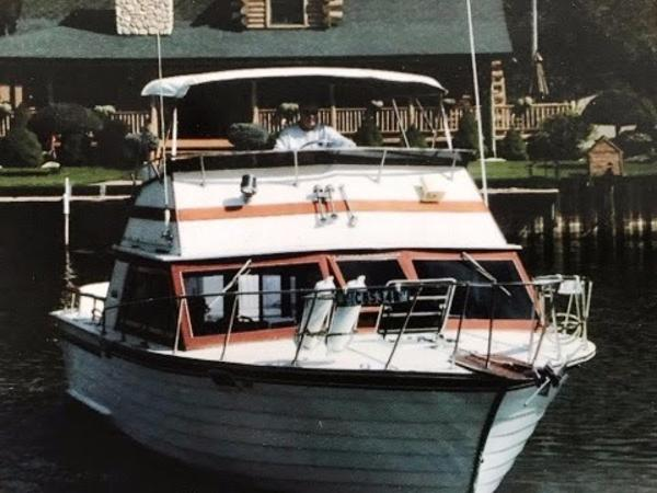 Skiff Craft 31 Flybridge Docking