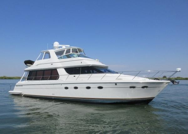 Carver 570 Voyager Pilothouse MAIN PHOTO
