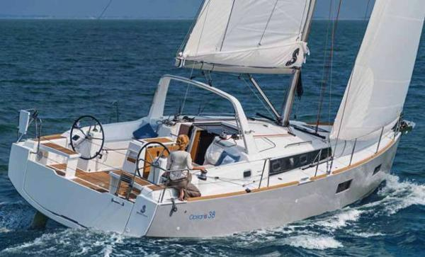 Beneteau Oceanis 38 sistership