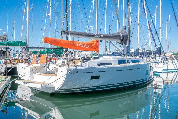 Hanse 388 Dock side