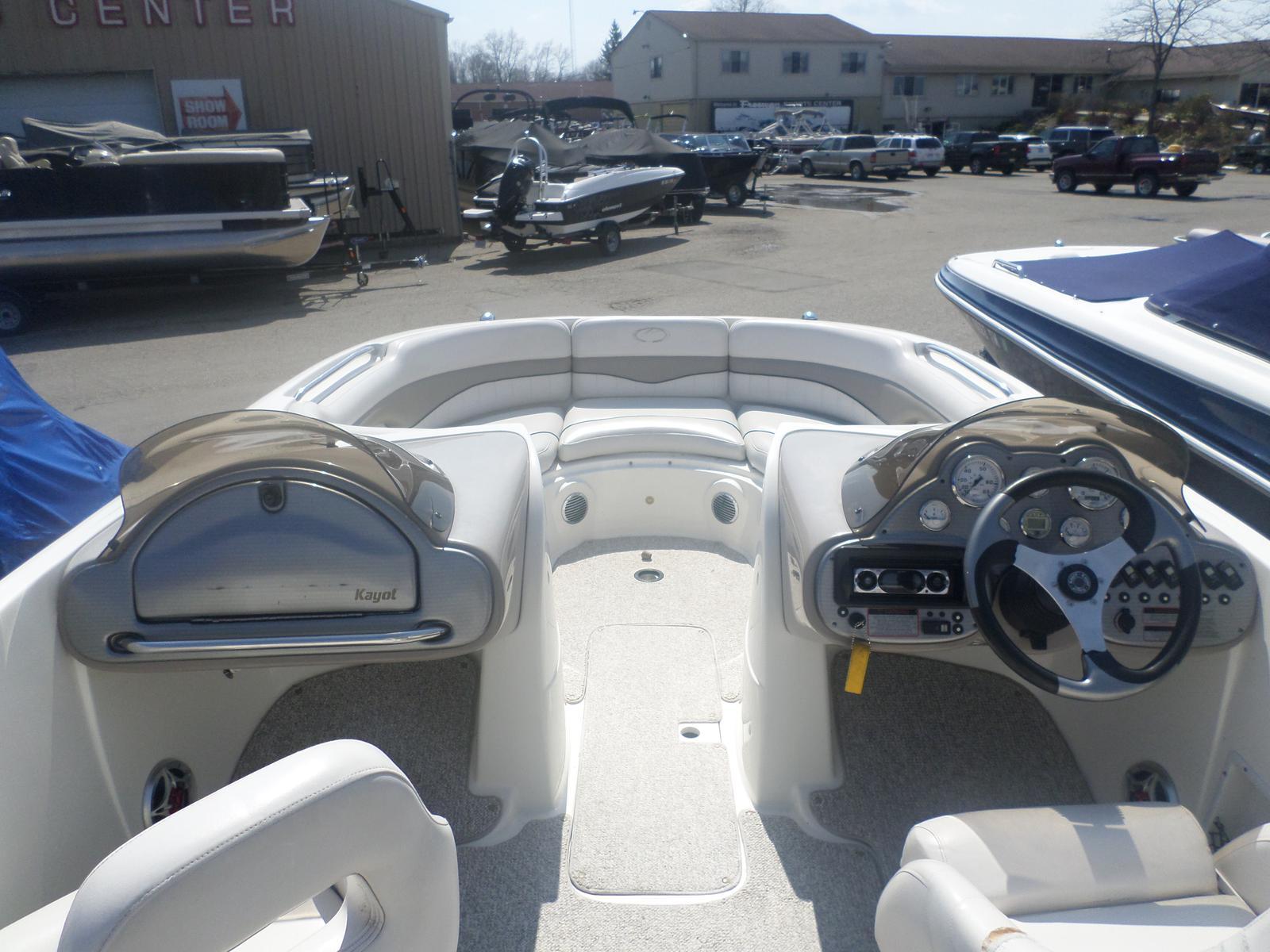Kayot Harris V220 Deckboat