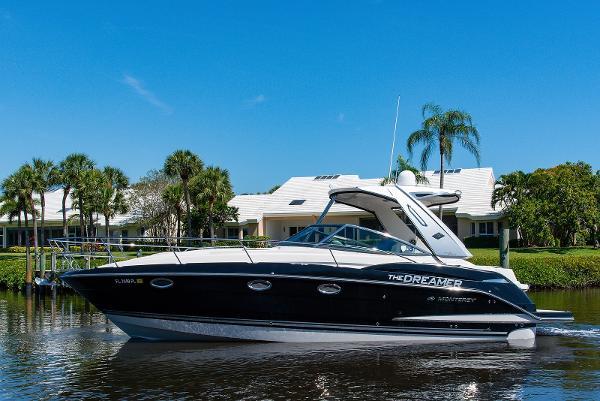 Monterey 340 Sport Yacht Profile