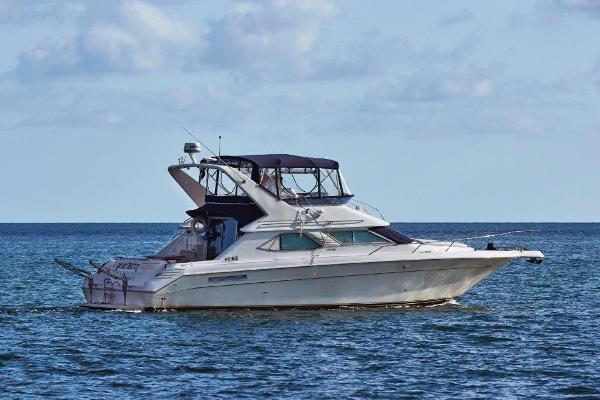 Sea Ray Express Cruiser Starboard Profile