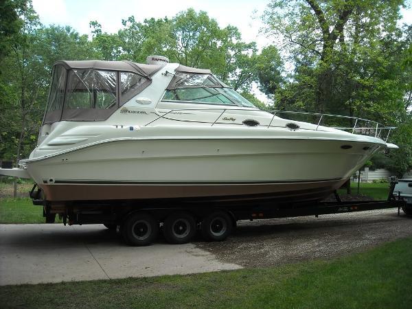 Sea Ray 330 Sundancer Exterior 1