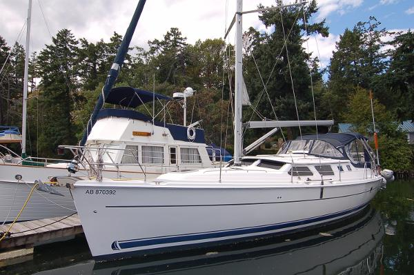 Hunter 44 Deck Salon Port Side Exterior Profile