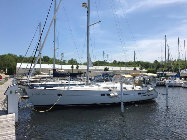 Beneteau 423 At dock