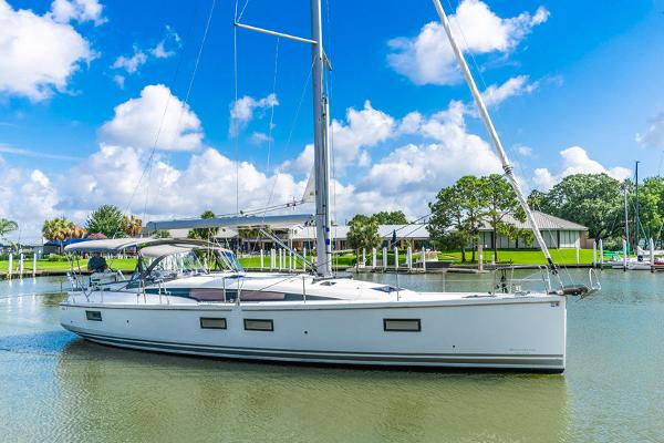 Jeanneau 51 Yacht Series Profile