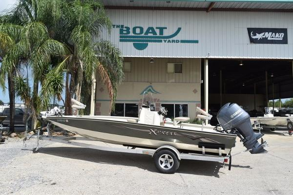 Xpress Boats Hyper-Lift Bay Series H22B