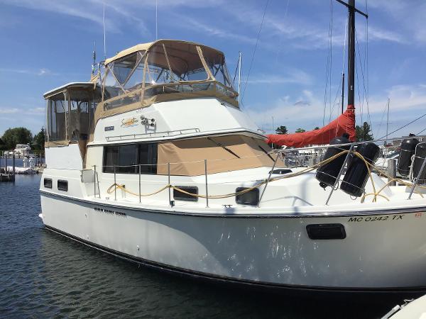Carver AFT CABIN Starboard bow