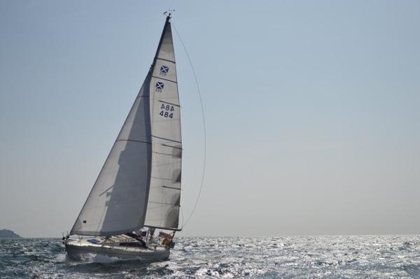 Maxi 999 Sutomi under sail