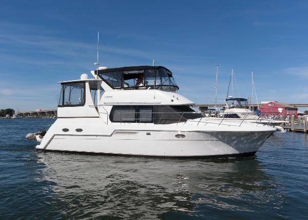 Carver 406 Aft Cabin Motor Yacht Profile