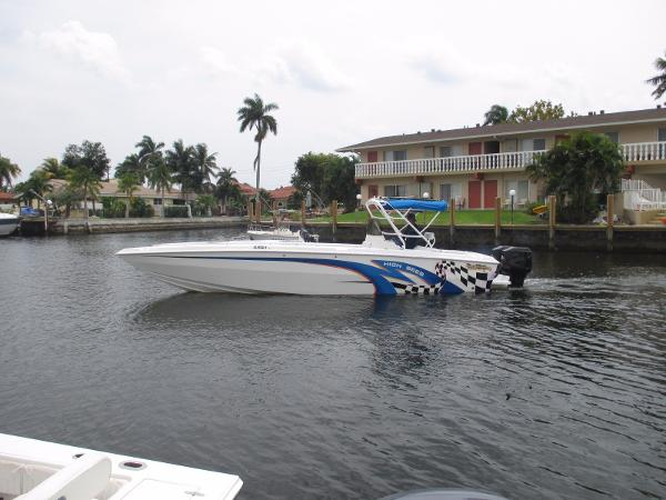 Carrera Boats 32 Center Console