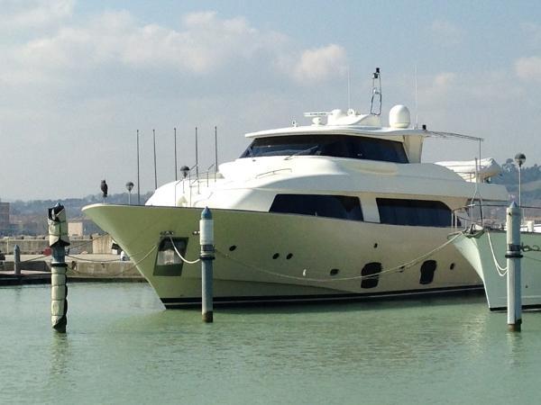 Custom Line Navetta 26 Crescendo  Custom Line Navetta 26 Crescendo - YEAR 2008 - Timone Yachts