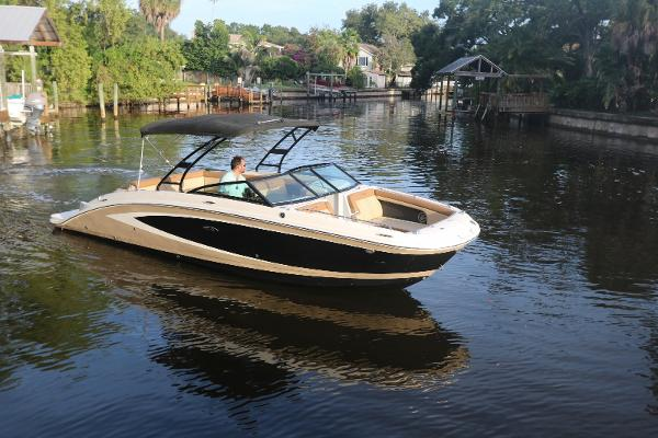 Sea Ray 270 Sundeck Sea Ray 270 Sundeck - Profile