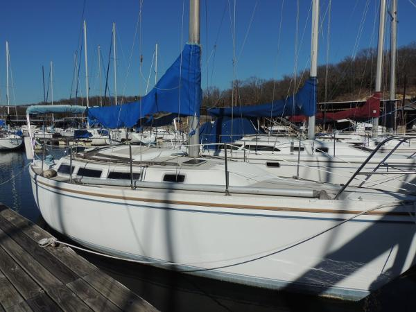Catalina 30 Tall Rig Stb. Side