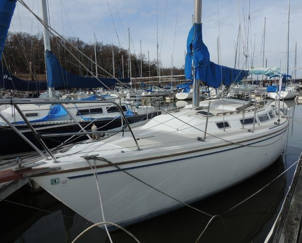 Catalina 30 Tall Rig Port Bow