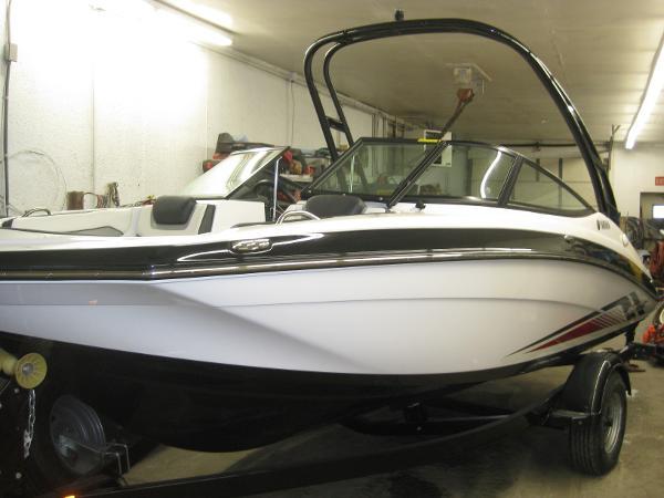 Yamaha Boats AR195