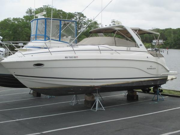 Rinker 300 Express Cruiser Port Bow