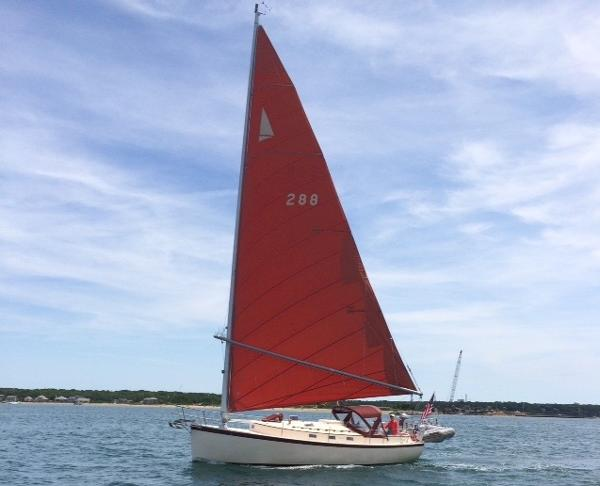Hinterhoeller Nonsuch 30 Underway