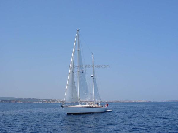 Amel Super Maramu 2000 Super Maramu 2000 - AYC Yachtbrokers