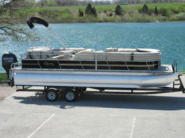 Encore Boat Builders 240 Cruise