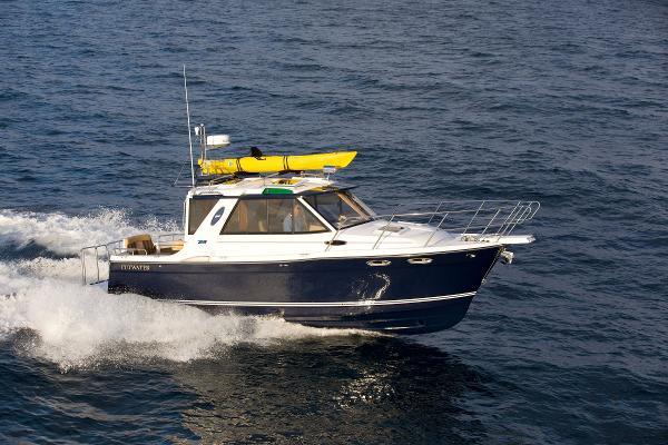Cutwater 26 Starboard running