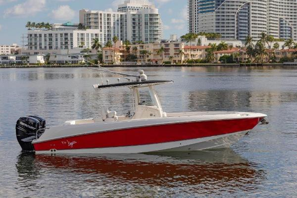 Boston Whaler Outrage Profile