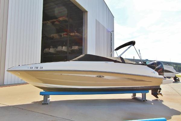 Sea Ray 240 Sundeck Outboard Port