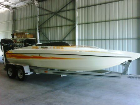 Lightning Powerboats 21 Bow