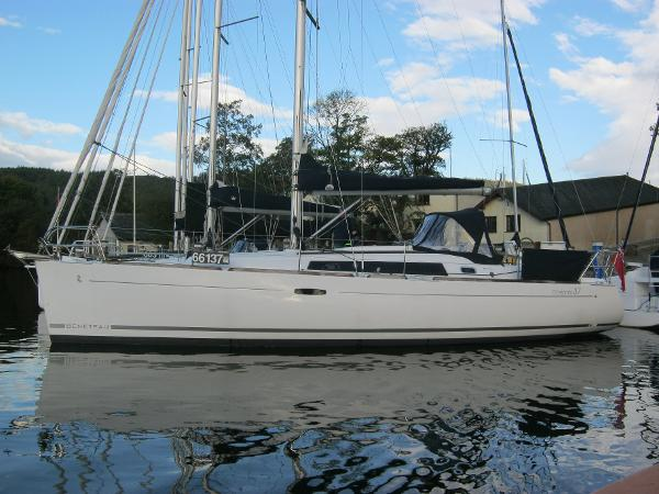 Beneteau Oceanis 37 - Port side view
