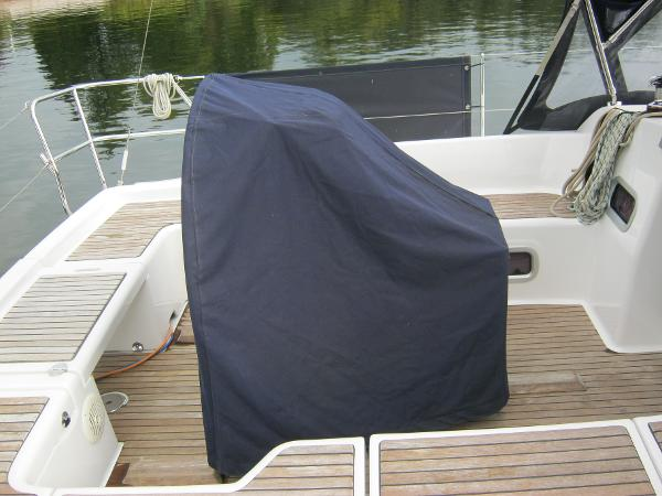 Beneteau Oceanis 37 -Wheel and binnacle cover