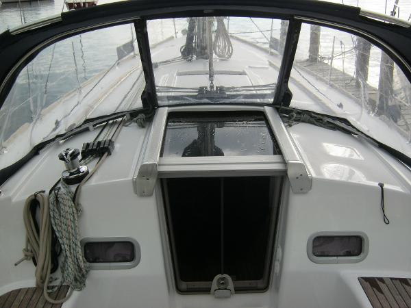 Beneteau Oceanis 37 - Large spray hood with excellent visibility