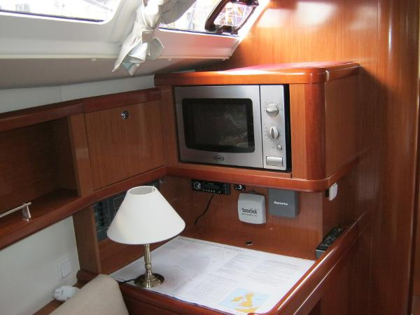 Beneteau Oceanis 37 - Chart table with Microwave above
