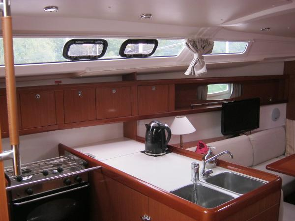 Beneteau Oceanis 37 - Galley with gas oven