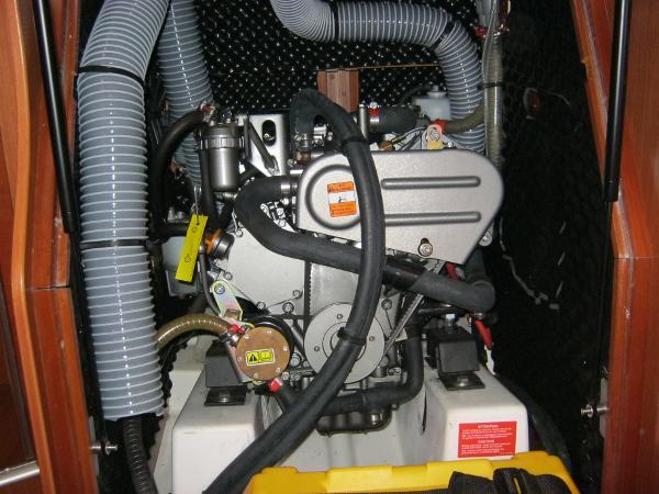 Beneteau Oceanis 37 - Inboard Yanmar diesel