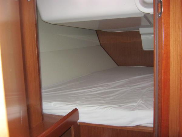 Beneteau Oceanis 37 - Starboard aft double berth