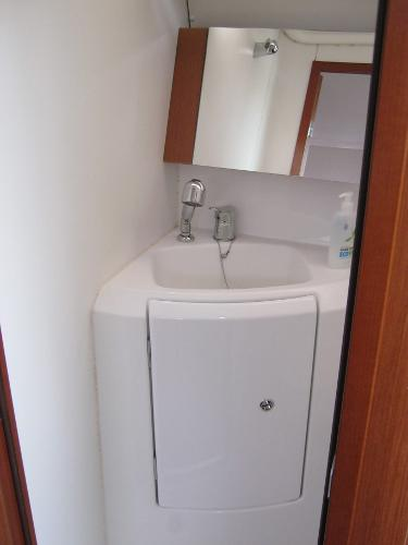 Beneteau Oceanis 37 - Heads sink unit
