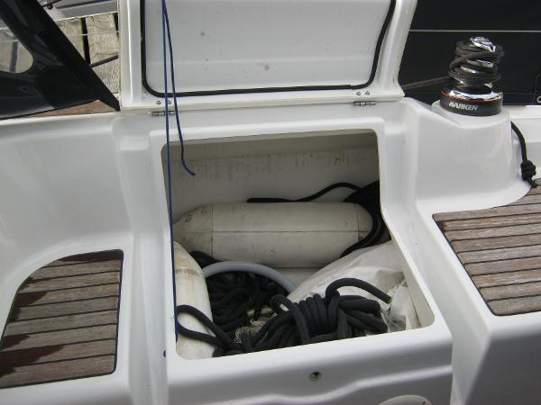 Beneteau Oceanis 37 - Cockpit storage locker