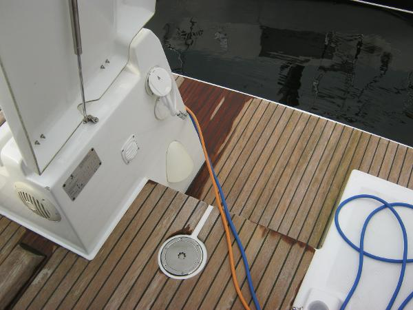 Beneteau Oceanis 37 - Access to bathing platform