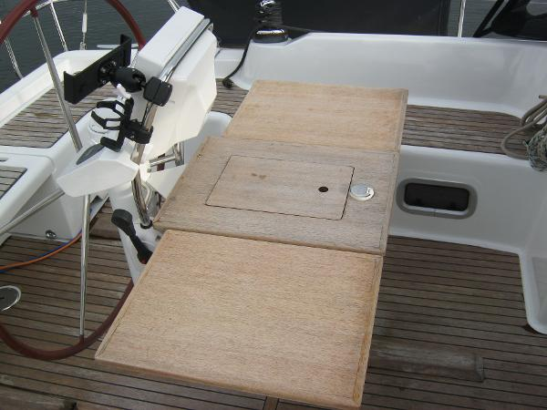 Beneteau Oceanis 37 - Cockpit table with leaves extended