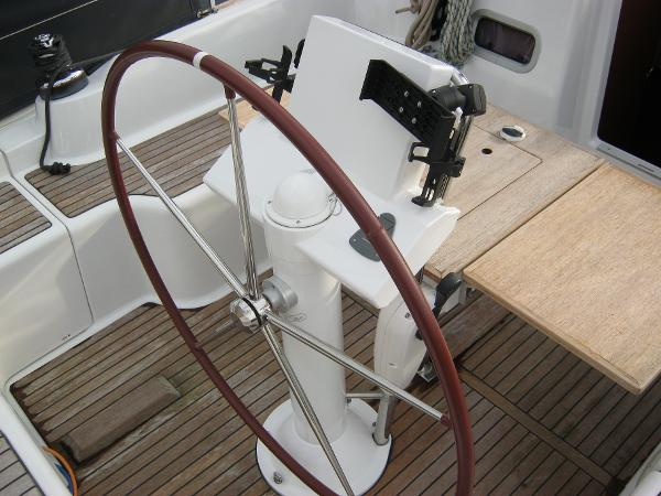 Beneteau Oceanis 37 - Binnacle with wheel steering