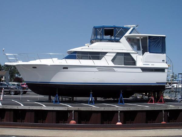Carver 440 Aft Cabin Motor Yacht Carver 440 - Port Profile
