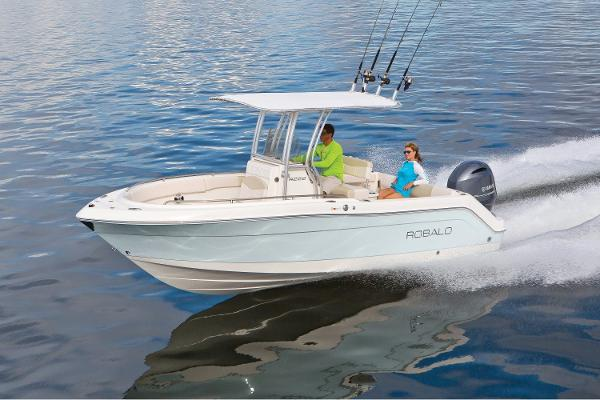 Robalo R222 CC 2017 Manufacturer Provided Image
