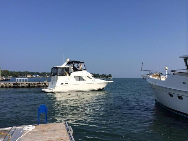 Silverton 372 Motor Yacht Starboard Profile
