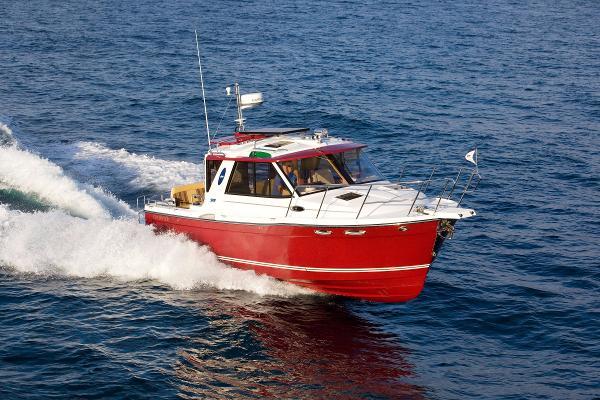 Cutwater 28 Starboard running