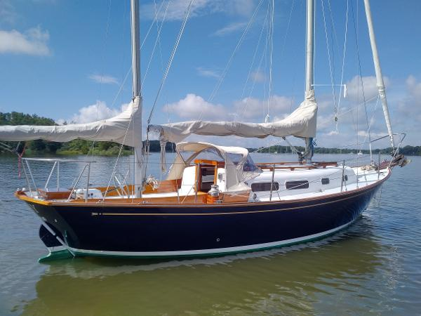 Allied Seawind 30 Starboard Side