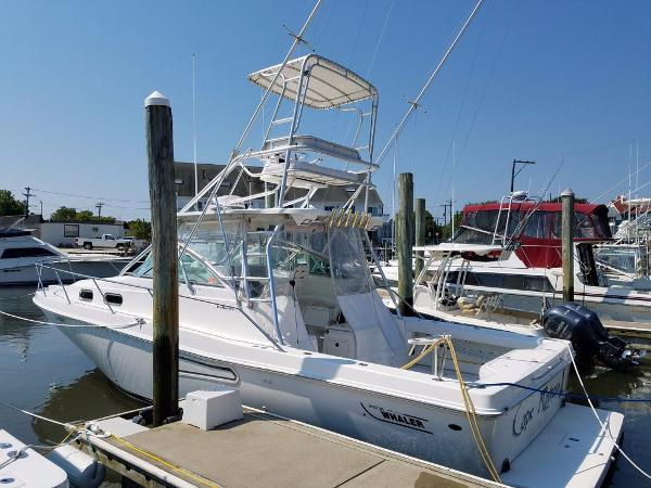 Boston Whaler DEFIANCE 350 Profile